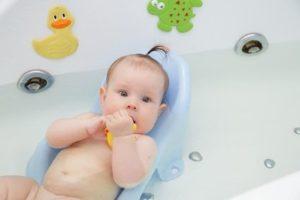 badesitz baby ratgeber ist ein badesitz sinnvoll. Black Bedroom Furniture Sets. Home Design Ideas